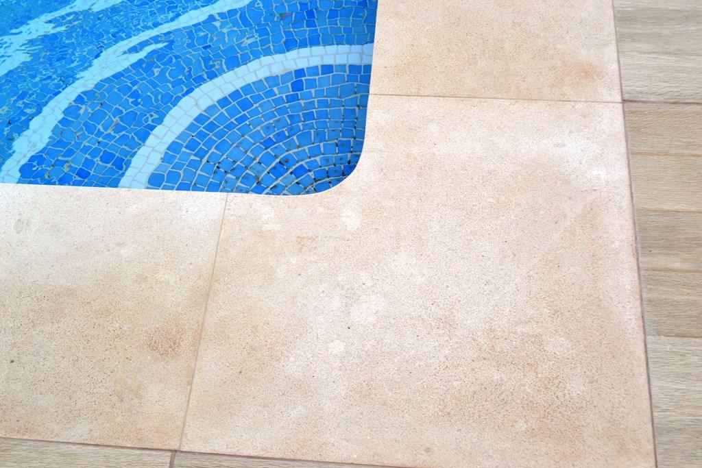 Cauvells piedra natural m rmoles y granito piedra for Coronacion de piscinas precios
