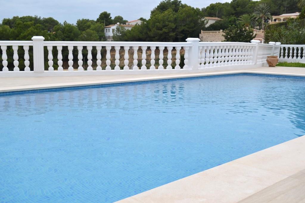 Coronaci n de piscina en caliza 4cm cauvells for Coronacion de piscinas