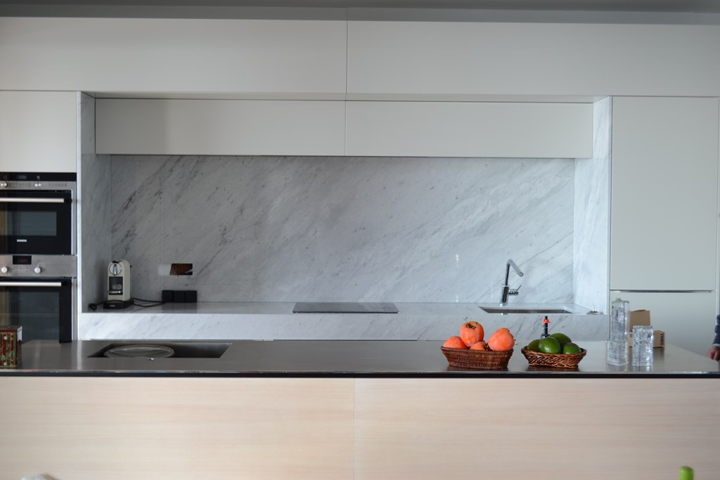 Encimera de cocina carrara cauvells for Color marmol carrara